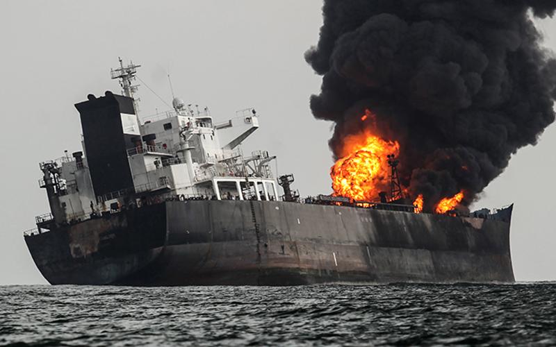 Взрыв и пожар на танкере