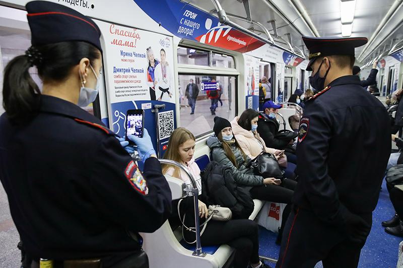 Соблюдение масочного режима в метро