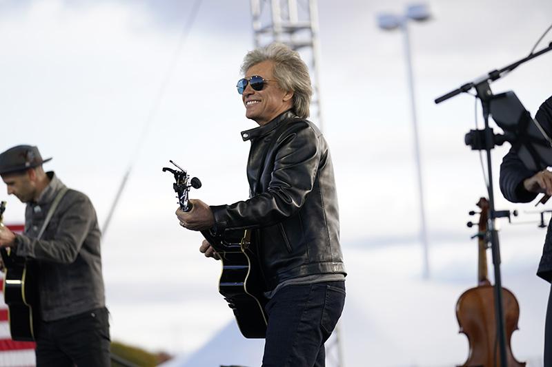Музыкант Джон Бон Джови выступил на предвыборном митинге кандидата в президенты США Джо Байдена