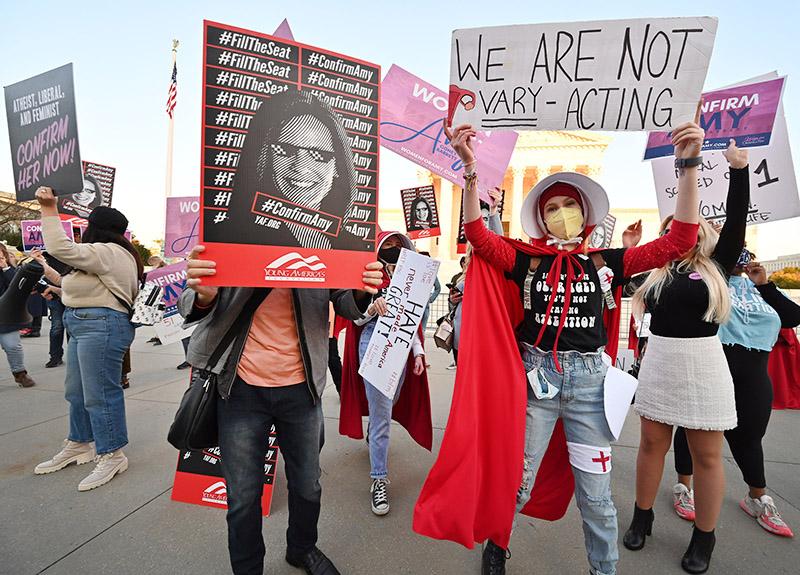Митинг против назначения Эми Кони Барретт