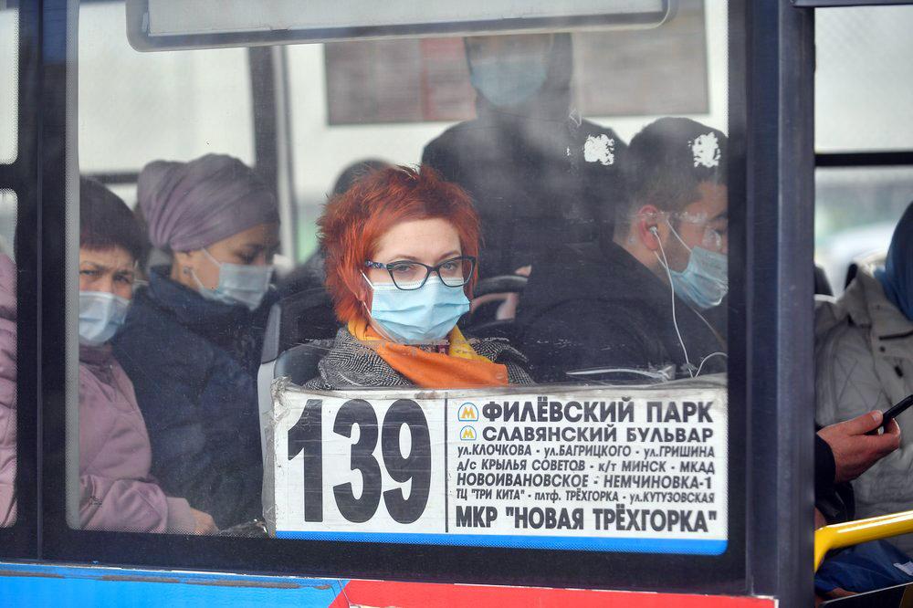 Пассажиры медицинских масках в Москве