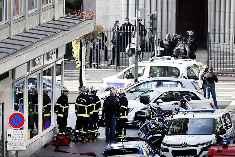 Полиция Франции на месте нападения в Ницце