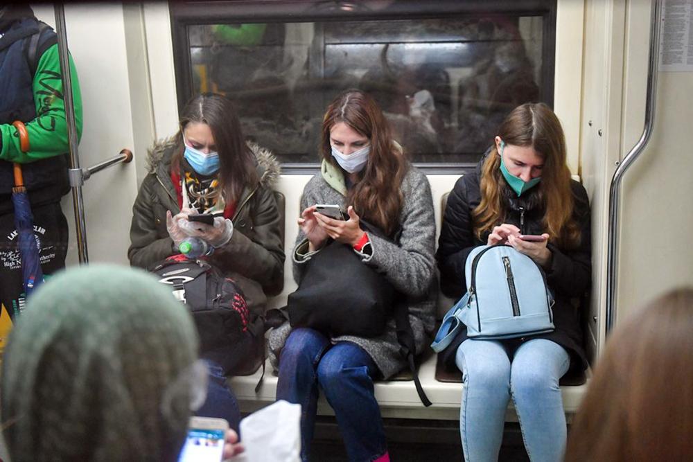 Люди в медициских масках