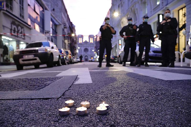 Экстренные службы Франции на месте нападения в Ницце