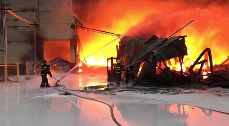 Пожар в промзоне в Твери