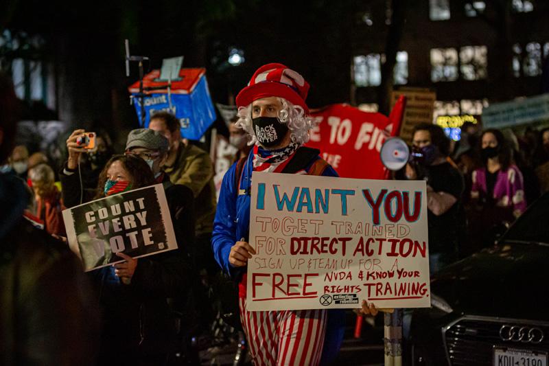 Акция в поддержку честного подсчета голосов на выборах президента США в Нью-Йорке