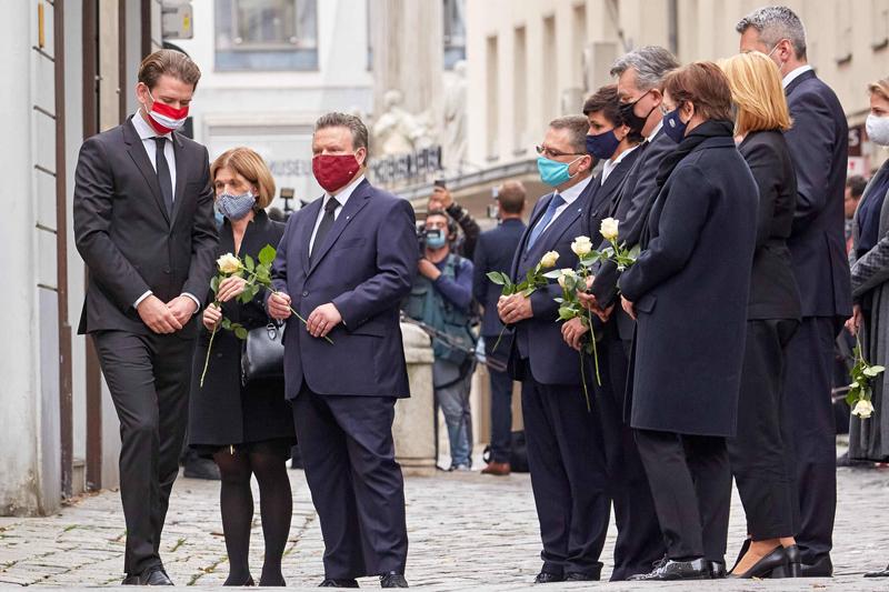 На церемонии возложения венков на месте теракта в Вене