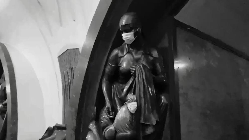 Скульптуры в масках