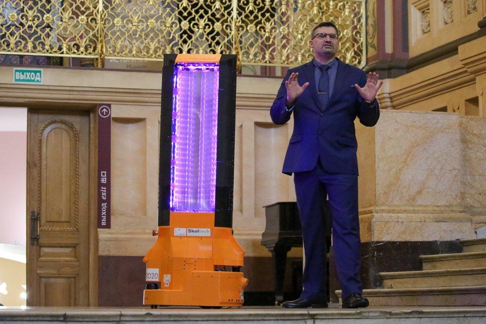Робот-дезинфектор UltraBot, установленный для UV-дезинфекции помещений в Государственном историческом музее в Москве