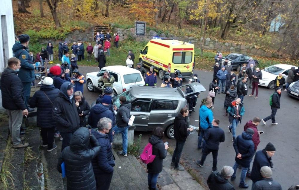 В Калининградской области мужчина на внедорожнике въехал в толпу