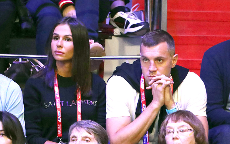 Артём Дзюба с женой