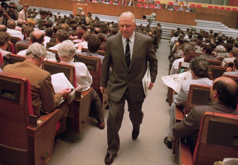 Секретарь ЦК КПСС Егор Лигачев