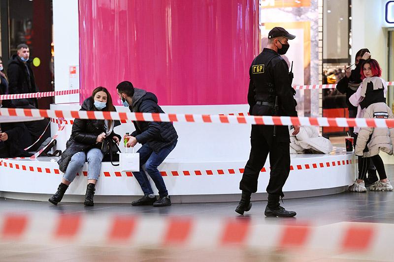 Люди в торговом центре