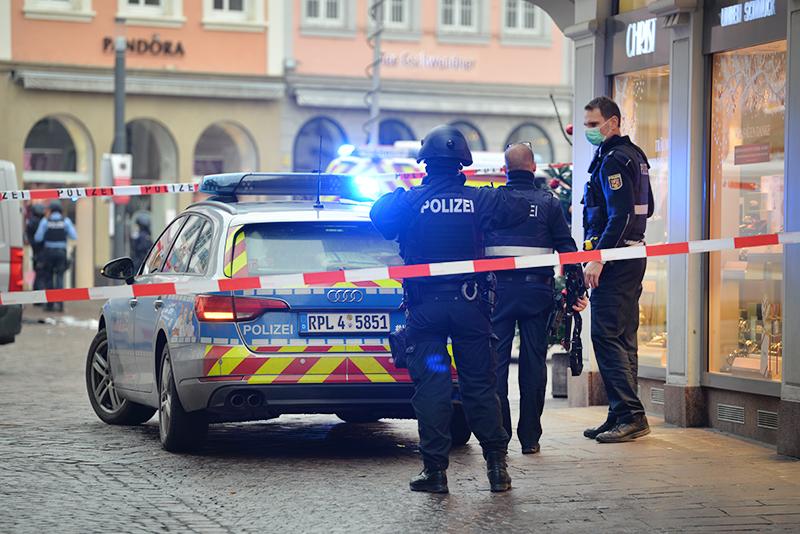 Место наезда на пешеходов в городе Трире в Германии