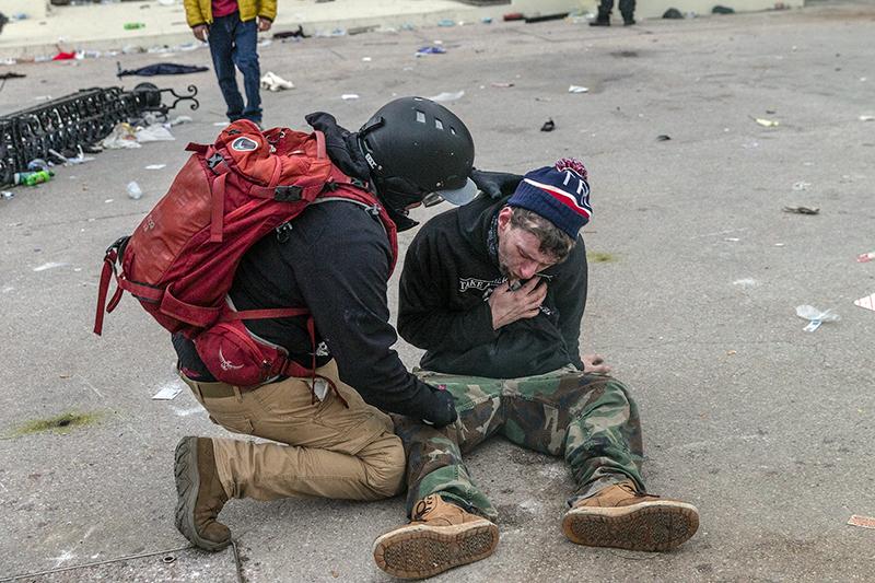 Пострадавшие во время беспорядков у здания Капитолия в Вашингтоне
