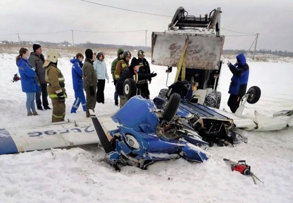 Последствия крушения легкомоторного самолета в Ленинградской области