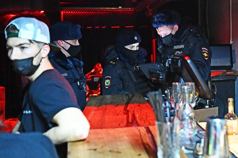 Рейд по выявлению нарушений в работе столичных баров и ресторанов