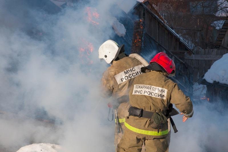 Жертвами пожара в жилом доме в Екатеринбурге стали восемь человек