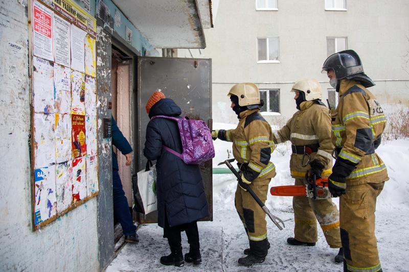 Последствия пожара в жилом доме в Екатеринбурге