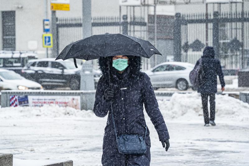 Мороз и снегопад в Москве