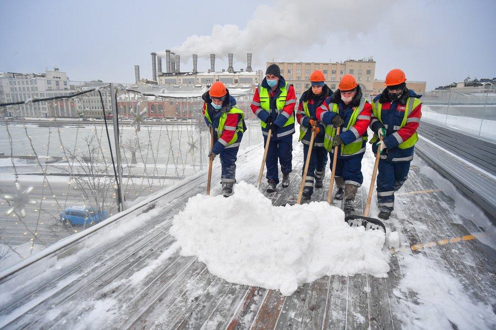 Устранение последствий ночного снегопада коммунальными службами