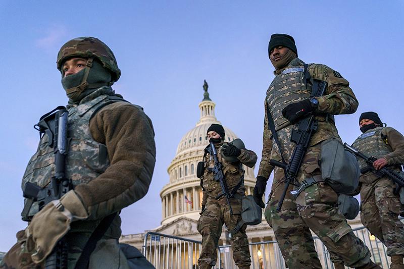 Нацгвардия США возле здания Капитолия