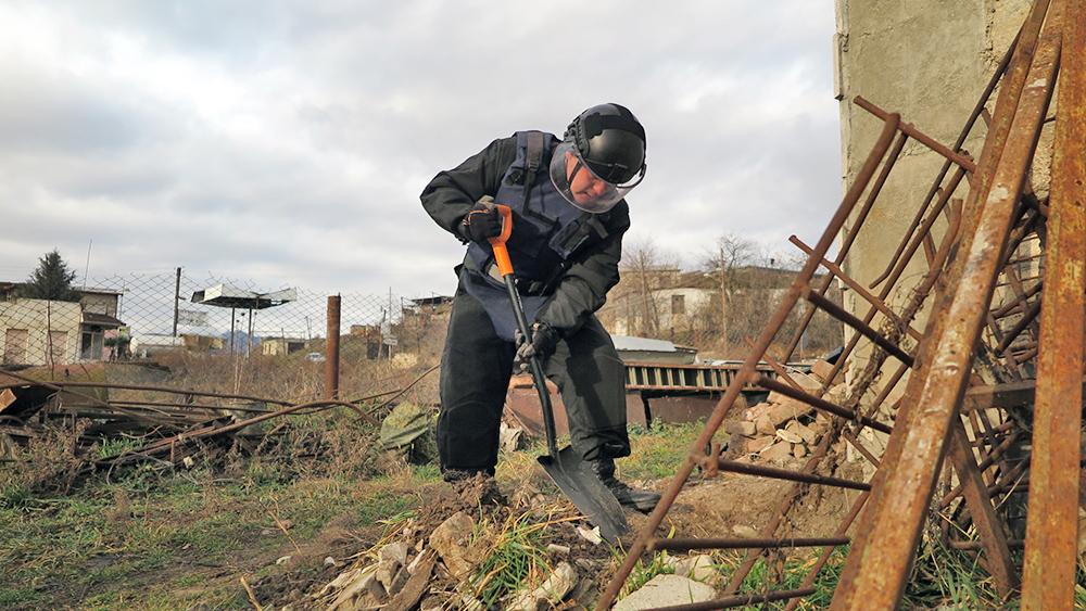 Российские саперы МЧС в Нагорном Карабахе