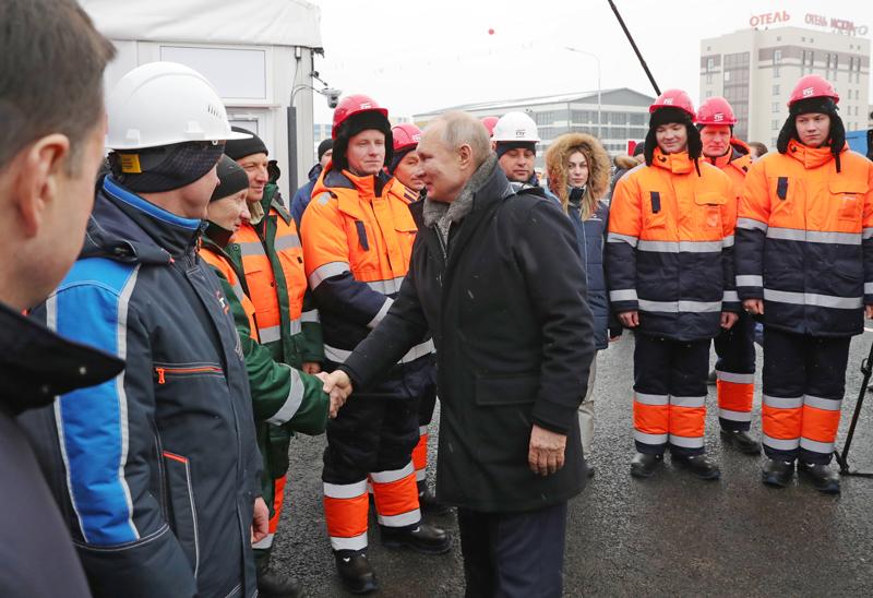 Владимир Путин принял участие в церемонии открытия транспортной развязки в Химках