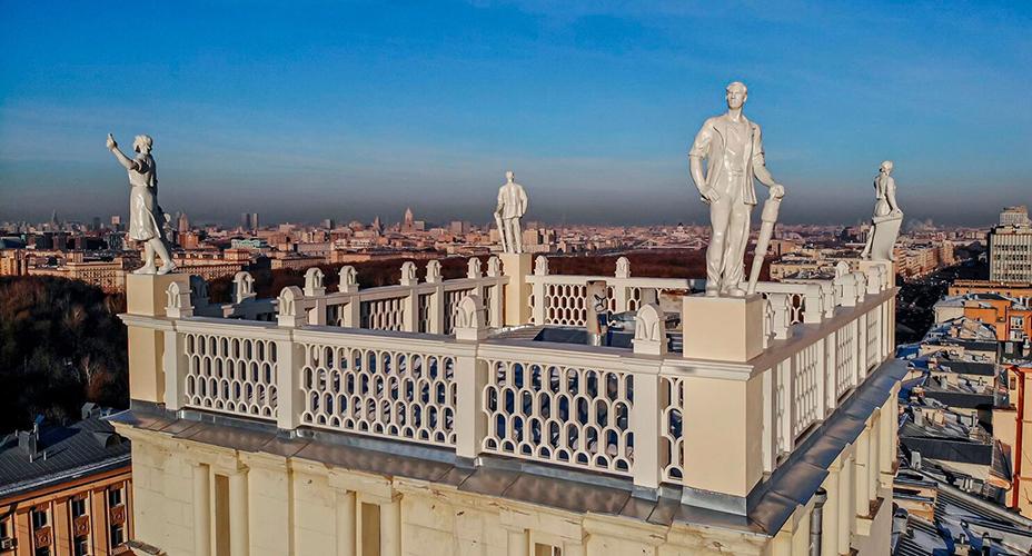 Скульптуры на площади Гагарина