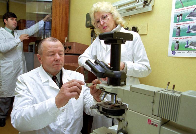 Сотрудники лаборатории НИИ