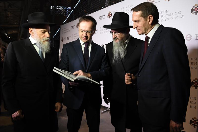 """Выставка """"Ни меры, ни названья, ни сравненья"""" в Еврейском музее и центре толерантности"""