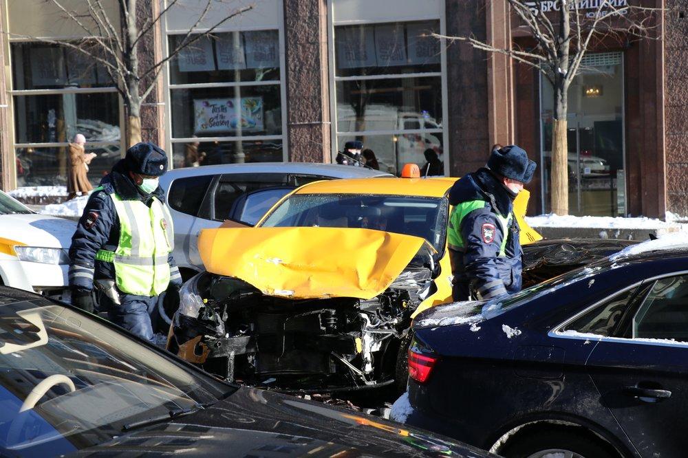 Последствия ДТП на Тверской улице