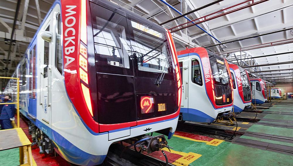 Поезда метро в депо