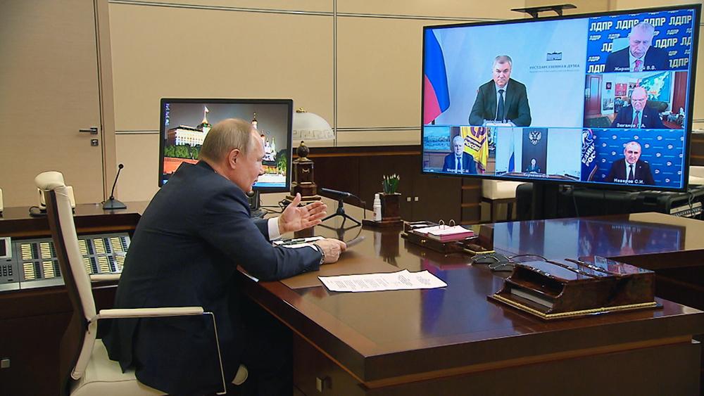 Владимир Путин общается с с лидерами фракций Госдумы