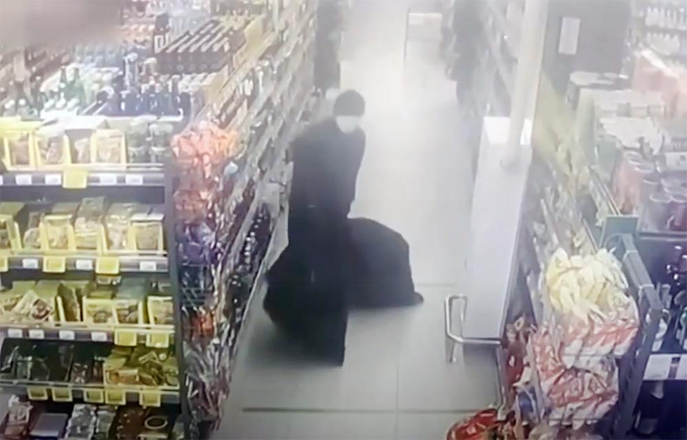 Из супермаркета в Новой Москве украли сигареты ночью , фото-2