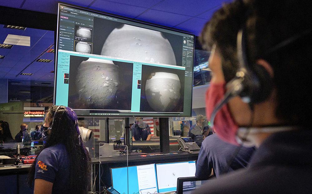 Ровер Perseverance передал первые снимки с Марса