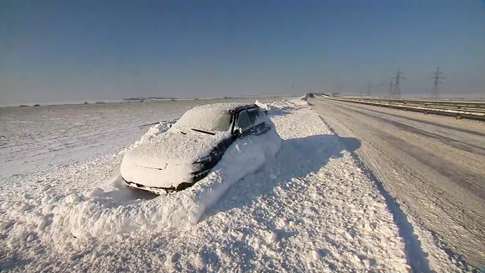Последствия снегопада в Крыму