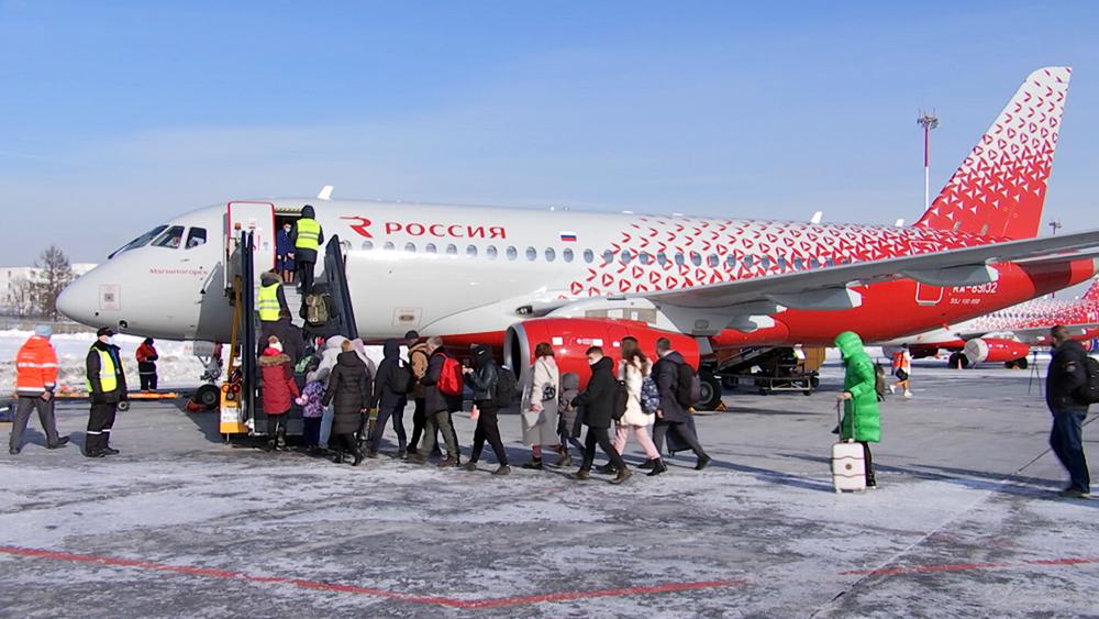 """Самолет Sukhoi Superjet 100 авиакомпании """"Россия"""""""