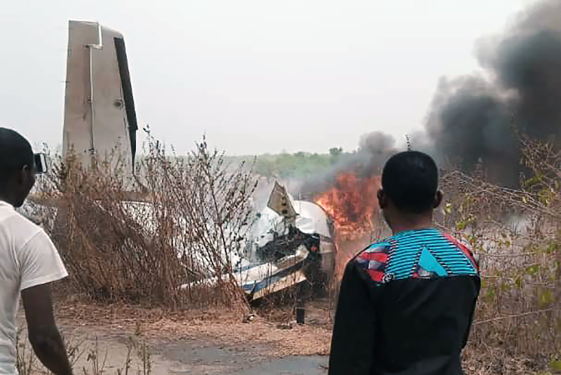 Последствия падения самолета в Нигерии