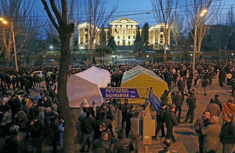 Акция сторонников премьер-министра Армении Пашиняна в Ереване