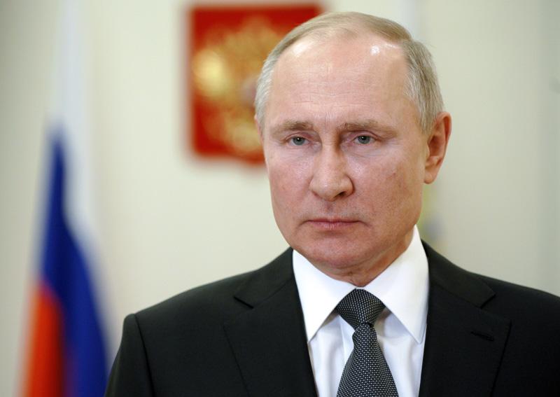 Владимир Путин выступает с поздравлением военнослужащим и ветеранам с Днем сил специальных операций