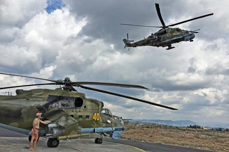 Вертолеты Ми-24 на авиабазе Хмеймим в Сирии