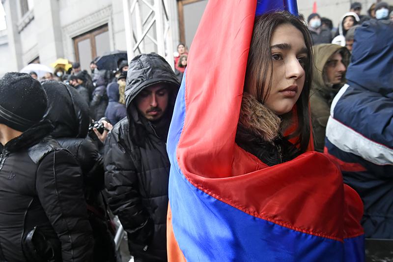 Участники акции протеста оппозиции в Ереване