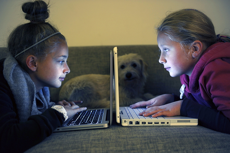 Подростки за ноутбуками