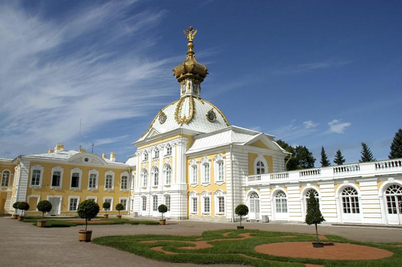 Дворец Монплезир в Петергофе