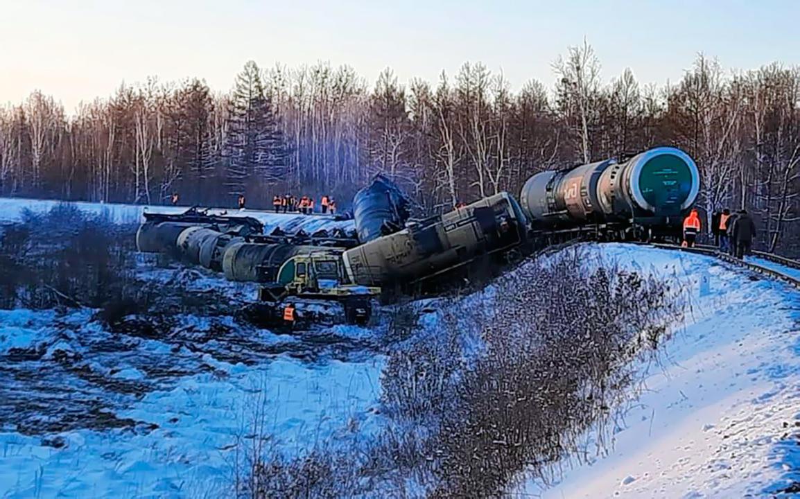 Последствия схода вагонов товарного поезда