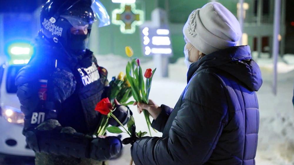 Военная полиция поздравляет женщин с 8 Марта