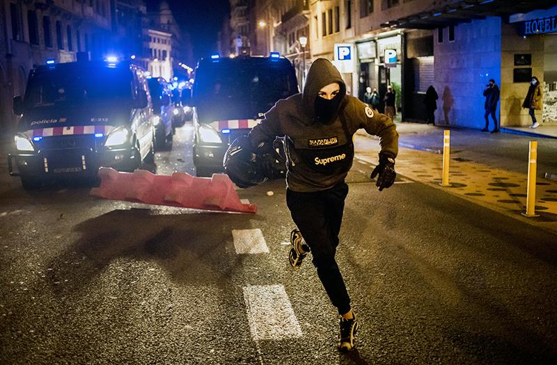Уличные беспорядки в Барселоне