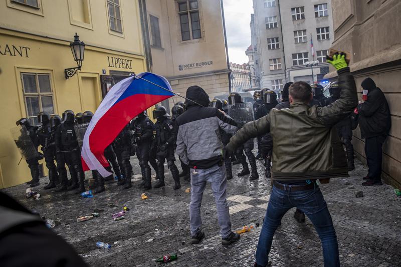 Протесты против новых ограничительных мер в период пандемии COVID-19 в Праге