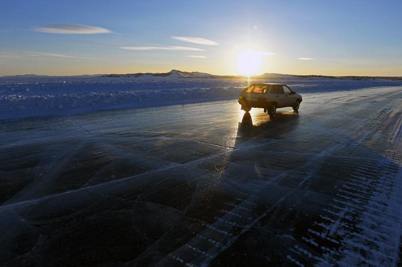 Автомобиль на льду
